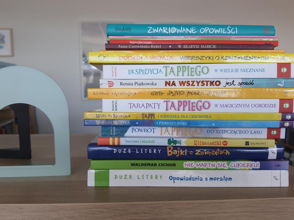 Zdjęcie przedstawia zestaw  nowych książek dla dzieci z lutego 2021.